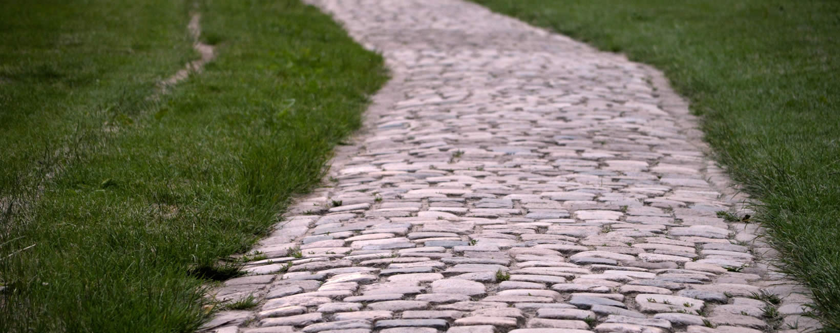 Cobble paving and pavement surfacing